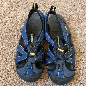 Keen Sandal Size 7 Waterproof Hiking Rafting shoes